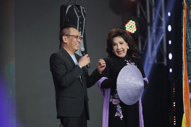 NSND Tự Long, MC Lại Văn Sâm xúc động bày tỏ tình cảm khi gặp lại NSND Lệ Thủy ảnh 1