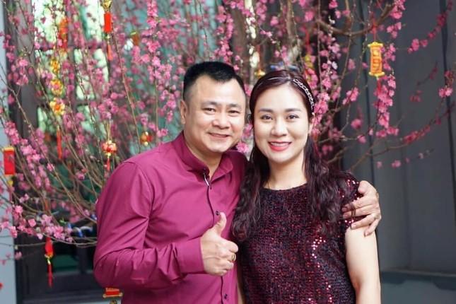 Nghệ sĩ Tự Long, Chí Trung tung ảnh tình tứ bên bạn đời ảnh 1