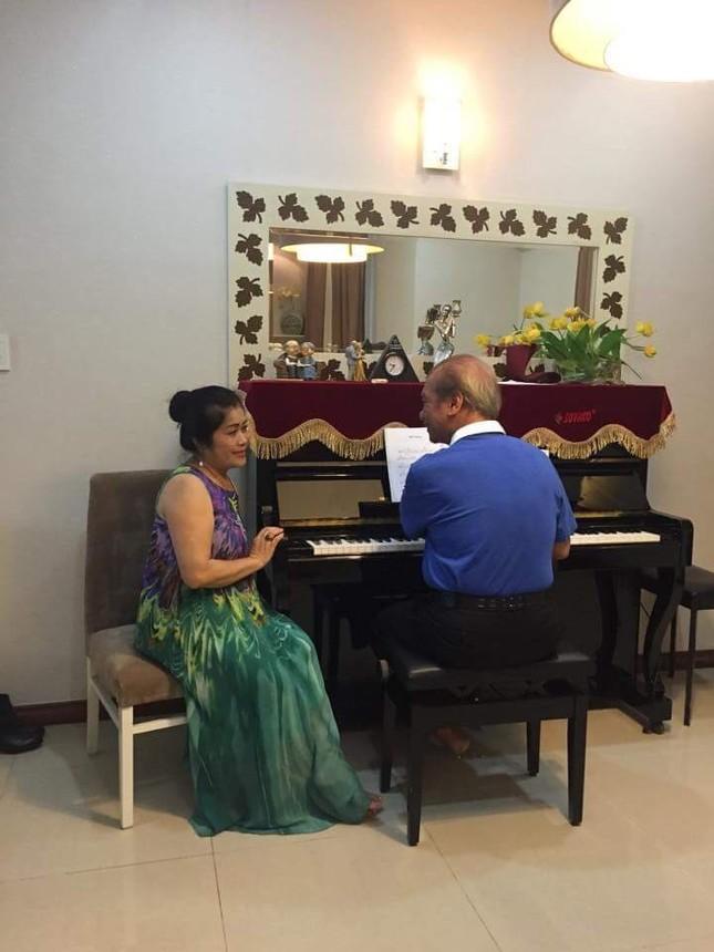 Cuộc sống hạnh phúc ở tuổi 85 của NSND Trần Hiếu và vợ kém 18 tuổi ảnh 4