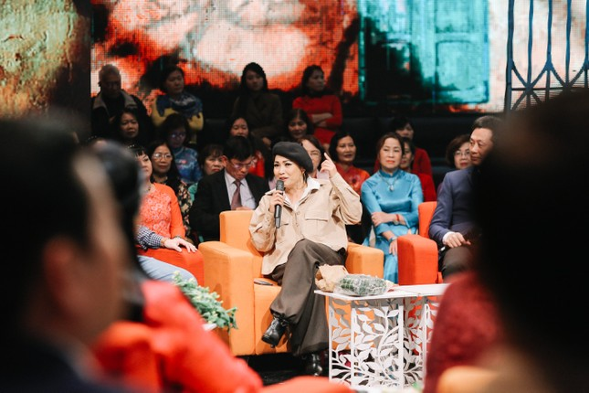 Ca sĩ Phương Thanh lần đầu kể về tuổi thơ dữ dội đi bơm xe cho Kim Tử Long ảnh 2