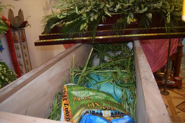 Bất thường đám tang giả ở Sóc Trăng, bên trong quan tài có 3 bao cát ảnh 2