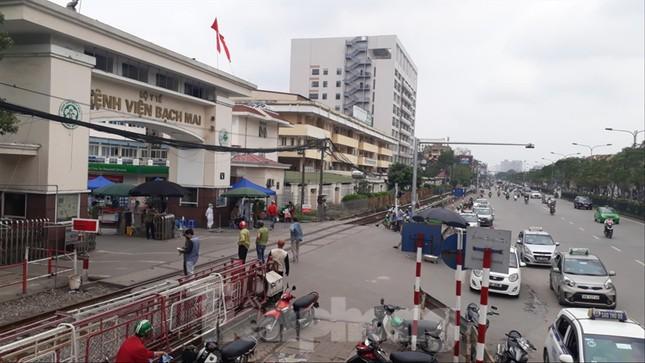 Bệnh viện Bạch Mai thành ổ dịch: Bộ Y tế hỗ trợ khẩn cấp ảnh 1