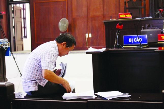 Đi viết ở tòa, về nhà bỏ cơm ảnh 1