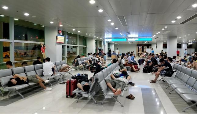 Sửa 2 sân bay lớn nhất nước, hành khách vật vã ảnh 1