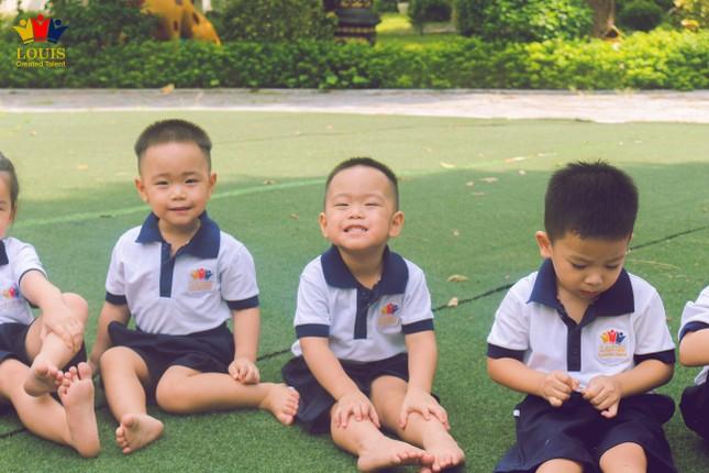Tận hưởng thiên nhiên trong lành cùng ngôi trường xanh mát nhất Hà Nội ảnh 1