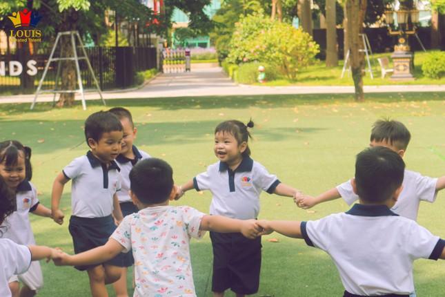 Tận hưởng thiên nhiên trong lành cùng ngôi trường xanh mát nhất Hà Nội ảnh 2