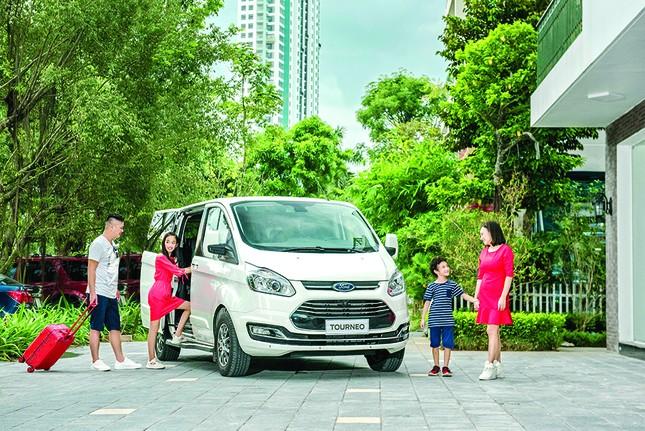 Ford Tourneo chính thức ra mắt: Đáp ứng nhu cầu vận chuyển 7 chỗ cao cấp ảnh 1