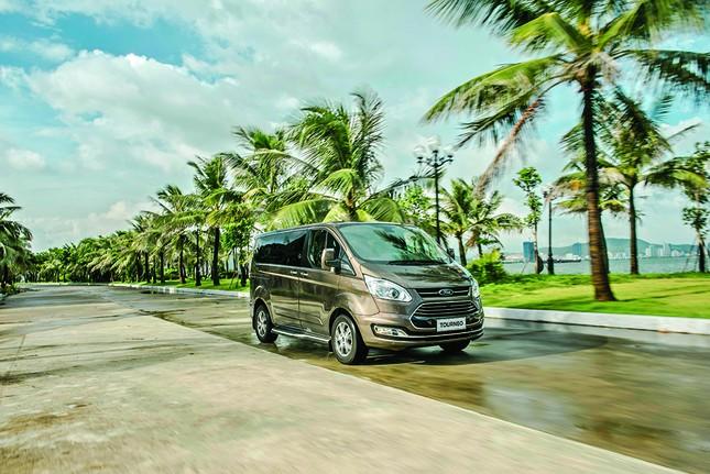 Ford Tourneo chính thức ra mắt: Đáp ứng nhu cầu vận chuyển 7 chỗ cao cấp ảnh 4