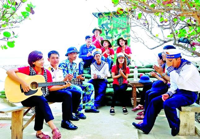 Nữ nhạc sỹ của đoàn và tuổi trẻ ảnh 1