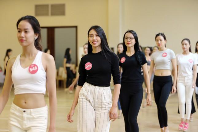 Bật mí chặng đua cuối trước đêm chung kết Hoa hậu Việt Nam ảnh 2