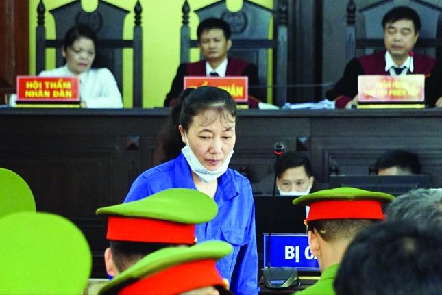 Xét xử gian lận điểm thi ở Sơn La: Phó giám đốc Sở giáo dục tranh cãi gay gắt với cấp dưới ảnh 2