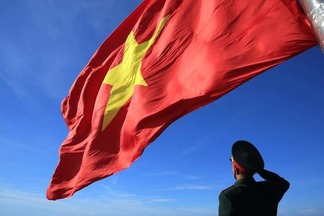 Chuyện về lá cờ 250m2 ảnh 1