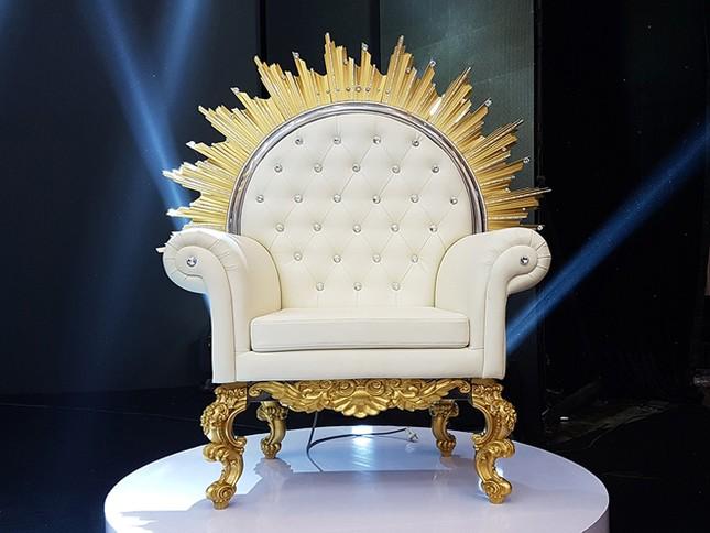 Công bố vương miện, quyền trượng, ghế và giầy của Tân hoa hậu ảnh 4