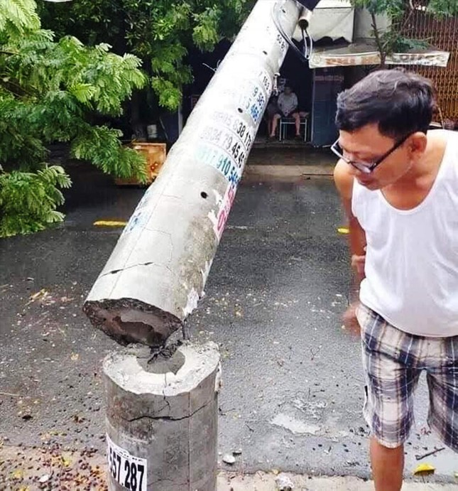 Hơn 400 cột điện gãy đổ trong bão số 5: Có bình thường? ảnh 1