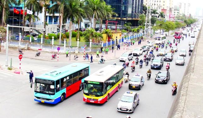 Giảm ùn tắc giao thông Hà Nội: Đầu tư kết cấu hạ tầng là giải pháp quan trọng ảnh 2