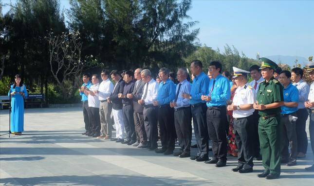 Dâng hương tưởng nhớ 64 chiến sĩ hi sinh tại đảo Gạc Ma - Trường Sa ảnh 1