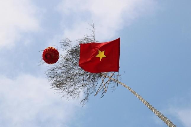 Độc đáo cách đón Tết bằng cây nêu rực rỡ trên các cung đường tại Nghệ An ảnh 2