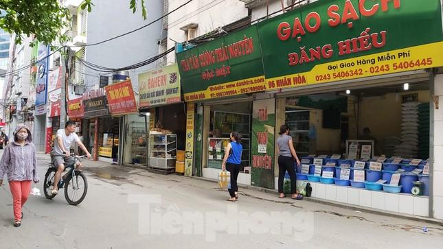 Bất chấp khuyến cáo, trà đá vỉa hè Hà Nội vẫn tấp nập khách ảnh 8
