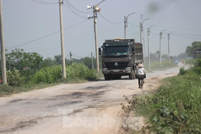 Xe quá tải, cơi nới tung hoành, tàn phá đê sông Hồng đoạn qua Hà Nội ảnh 7