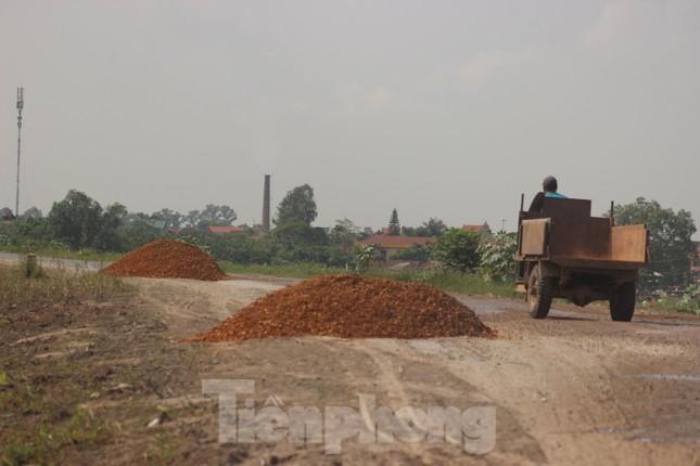 Xe quá tải, cơi nới tung hoành, tàn phá đê sông Hồng đoạn qua Hà Nội ảnh 9