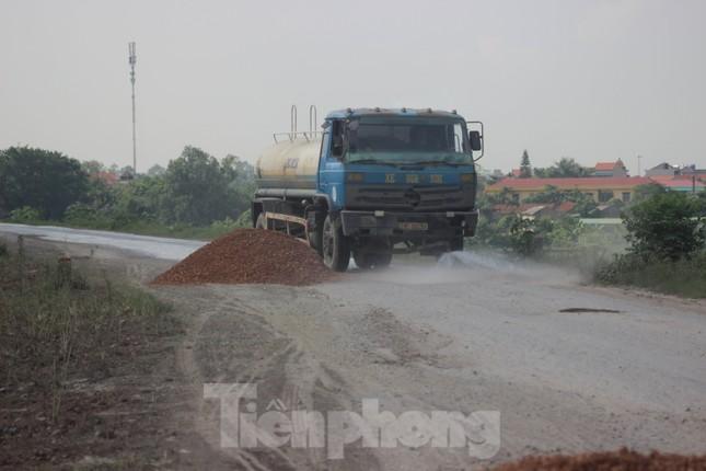 Xe quá tải, cơi nới tung hoành, tàn phá đê sông Hồng đoạn qua Hà Nội ảnh 10