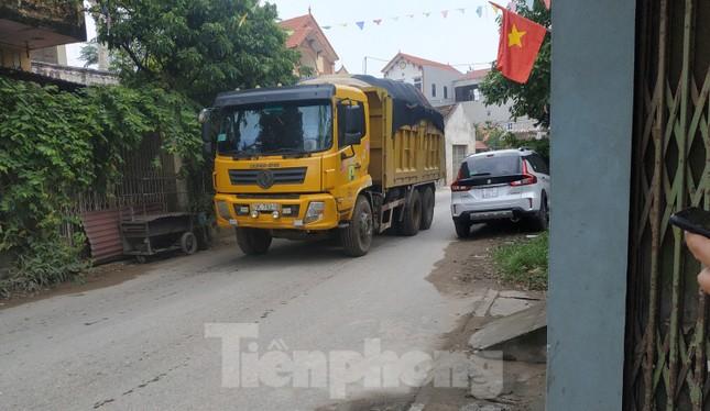 Xe quá tải, cơi nới tung hoành, tàn phá đê sông Hồng đoạn qua Hà Nội ảnh 15