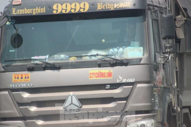 Xe quá tải, cơi nới tung hoành, tàn phá đê sông Hồng đoạn qua Hà Nội ảnh 3