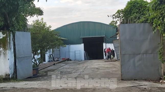 Cận cảnh nhà xưởng ô nhiễm bủa vây trường học, khu dân cư ở Hà Nội ảnh 8