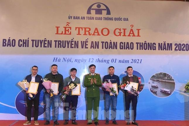 Báo Tiền Phong đạt giải nhì giải Báo chí tuyên truyền về an toàn giao thông ảnh 1