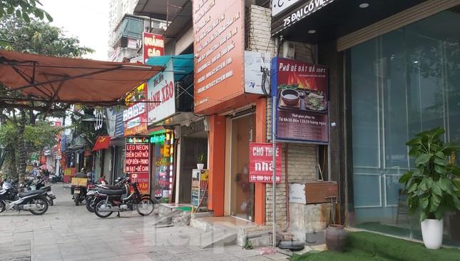 Hàng loạt khách sạn, cửa hàng Hà Nội treo biển cho thuê sau Tết ảnh 9