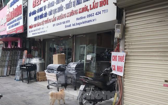 Hàng loạt khách sạn, cửa hàng Hà Nội treo biển cho thuê sau Tết ảnh 10