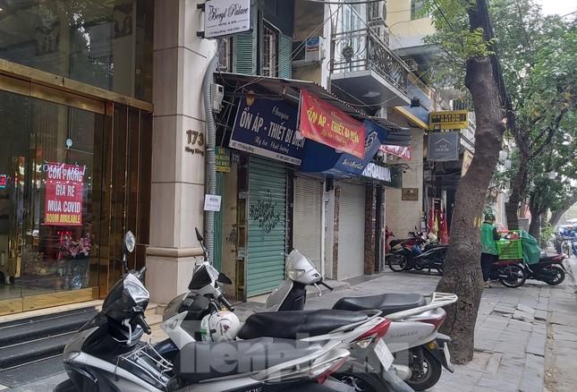 Hàng loạt khách sạn, cửa hàng Hà Nội treo biển cho thuê sau Tết ảnh 3