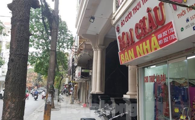 Hàng loạt khách sạn, cửa hàng Hà Nội treo biển cho thuê sau Tết ảnh 1