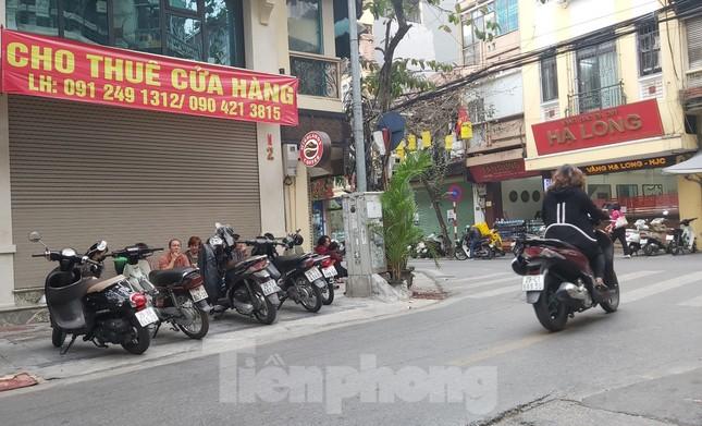 Hàng loạt khách sạn, cửa hàng Hà Nội treo biển cho thuê sau Tết ảnh 5