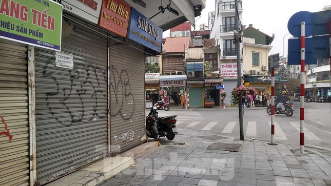 Hàng loạt khách sạn, cửa hàng Hà Nội treo biển cho thuê sau Tết ảnh 6