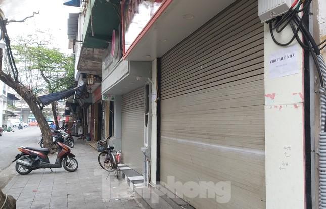 Hàng loạt khách sạn, cửa hàng Hà Nội treo biển cho thuê sau Tết ảnh 7