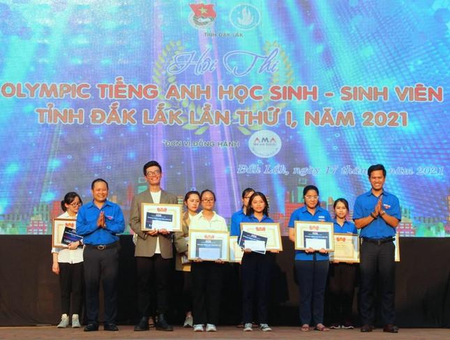 Hai nữ sinh giành chiến thắng Olympic Tiếng Anh HS-SV Đắk Lắk ảnh 4