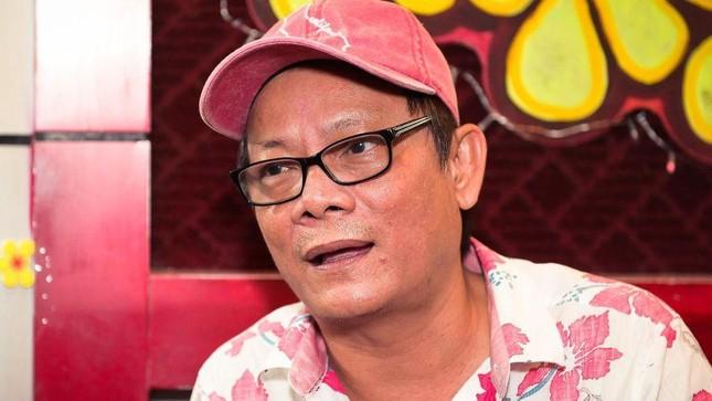 Nghệ sĩ Tấn Hoàng ngất xỉu trên máy bay, xin xuất viện sớm vì không trả nổi viện phí ảnh 3