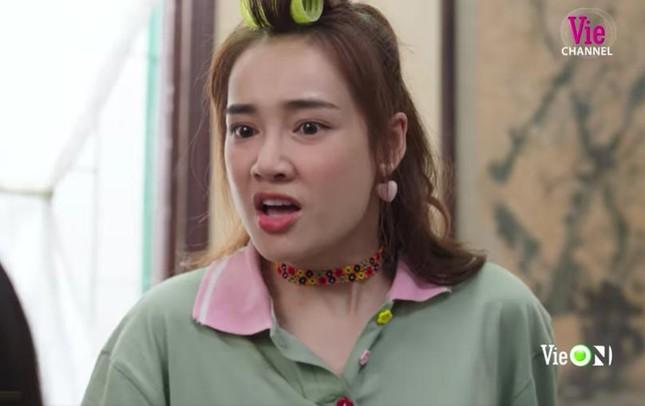 Phản ứng bất ngờ của Trường Giang khi bà xã 'bị ăn tát' trong phim mới ảnh 1