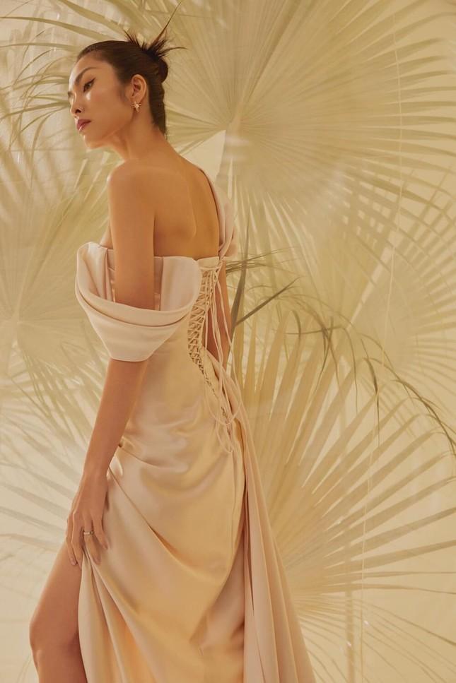 Tăng Thanh Hà hiếm khi diện váy hở bạo, khoe lưng trần quyến rũ ảnh 3