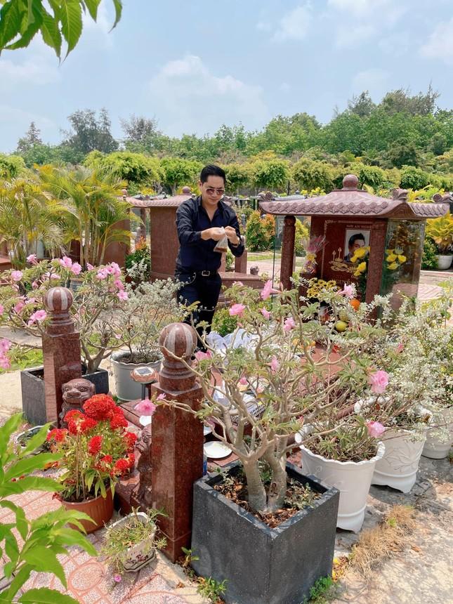 Tròn 2 năm ngày Anh Vũ mất, NSND Hồng Vân và nhiều sao Việt tưởng nhớ cố nghệ sĩ ảnh 1