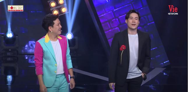 Khắc Việt khiến khán giả bật cười khi kêu gọi nghệ sĩ không tham gia show có Trường Giang ảnh 1