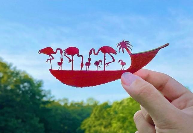 Nghệ sĩ Nhật mắc chứng ADHD với tài năng 'kể chuyện' trên lá cây ảnh 4
