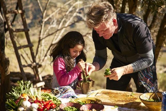 Siêu đầu bếp Gordon Ramsay tìm kiếm bạn đồng hành du lịch vòng quanh thế giới ảnh 3
