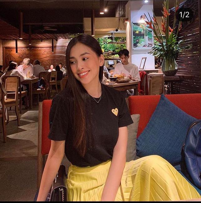 Chăm diện áo phông, Hoa hậu Tiểu Vy có cả '101' cách mix đồ cực khéo ảnh 6