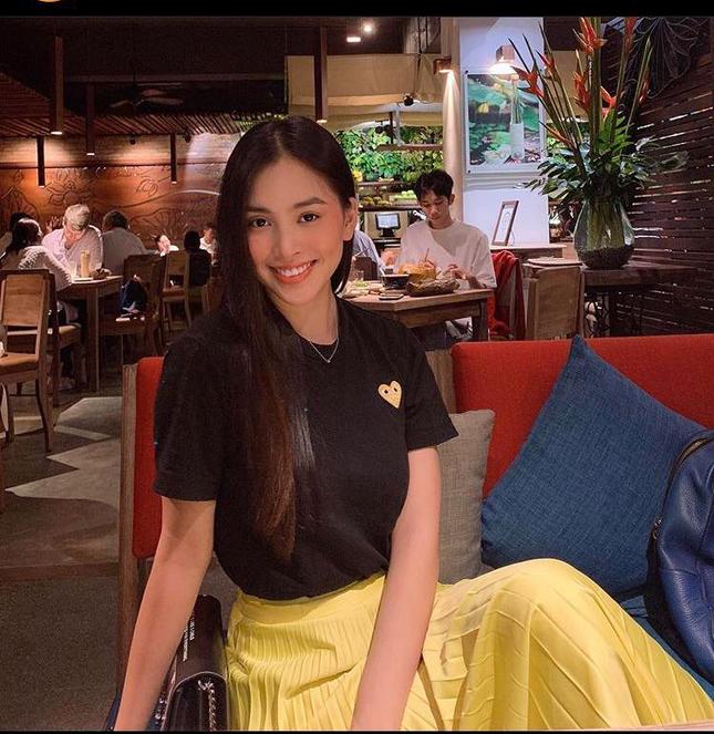 Chăm diện áo phông, Hoa hậu Tiểu Vy có cả '101' cách mix đồ cực khéo ảnh 5