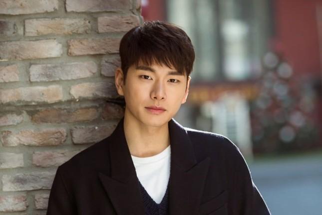 Đài KBS công bố 10 ngôi sao KPop gia thế khủng, sinh ra đã 'ngậm thìa vàng' ảnh 8