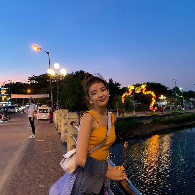 Nữ thần tượng KPop khoe bộ ảnh du lịch tại Đà Nẵng khiến fan Việt thích thú ảnh 4