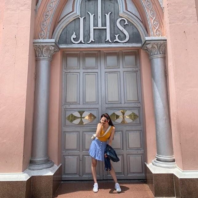 Nữ thần tượng KPop khoe bộ ảnh du lịch tại Đà Nẵng khiến fan Việt thích thú ảnh 3