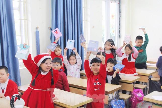 Một ngày bận rộn của 'ông già Noel' 9x tại Hà Nội ảnh 6